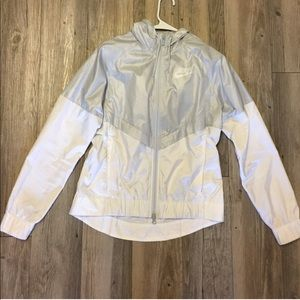 Nike retro women's windbreaker size small